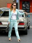Celebrities Wonder 45516542_olivia-wilde-arrives-at-a-community-service-center_2.jpg