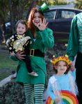 Celebrities Wonder 47660859_alyson-hannigan-family-halloween_8.jpg