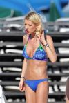 Celebrities Wonder 48883257_tara-reid-bikini_5.jpg
