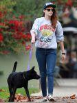 Celebrities Wonder 49925854_kristen-stewart-walking-dog_1.jpg