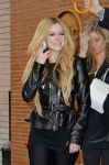 Celebrities Wonder 53247129_avril-lavigne-Katie-Couric-show_5.jpg