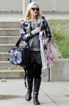 Celebrities Wonder 6192718_pregnant-gwen-stefani-at-the-park_4.JPG