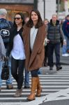 Celebrities Wonder 6904339_katie-holmes-shopping_2.jpg