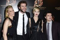 Celebrities Wonder 70018272_jennifer-lawrence-Hunger-Games-Catching-Fire-premiere-paris_6.jpg
