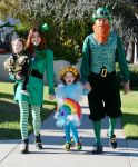 Celebrities Wonder 70543714_alyson-hannigan-family-halloween_3.jpg