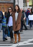 Celebrities Wonder 71807322_katie-holmes-shopping_3.jpg