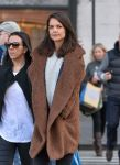 Celebrities Wonder 73067798_katie-holmes-shopping_4.jpg