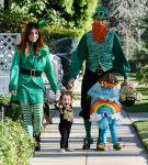 Celebrities Wonder 73216431_alyson-hannigan-family-halloween_4.jpg