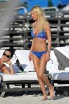 Celebrities Wonder 78396653_tara-reid-bikini_2.jpg