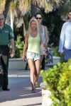 Celebrities Wonder 81284868_tara-reid-bikini_6.jpg