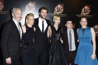 Celebrities Wonder 81576390_jennifer-lawrence-Hunger-Games-Catching-Fire-premiere-paris_7.jpg