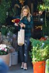 Celebrities Wonder 83824515_hilary-duff-shopping-for-flowers_2.jpg