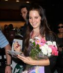 Celebrities Wonder 84066031_lana-del-rey-at-LAX-Airport_8.jpg