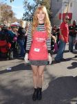 Celebrities Wonder 87826772_bella-thorne-LA-Mission-Thanksgiving-For-The-Homeless_1.jpg