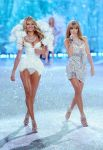 Celebrities Wonder 88425634_2013-Victorias-Secret-Fashion-Show-Runway_Candice Swanepoel 2.jpg