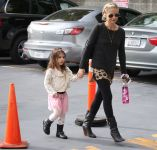 Celebrities Wonder 93785567_sarah-michelle-gellar-daughter-charlotte_2.jpg
