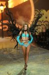 Celebrities Wonder 95515967_2013-Victorias-Secret-Fashion-Show-Runway_1.jpg