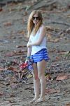 Celebrities Wonder 11190148_isla-fisher-swimsuit_6.jpg