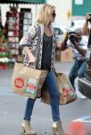 Celebrities Wonder 1287077_reese-witherspoon-Shopping-at-Whole-Foods_3.jpg
