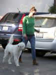 Celebrities Wonder 12914057_pregnant-olivia-wilde-dog-care_6.jpg