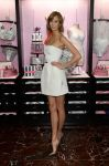 Celebrities Wonder 13843764_Victorias-Secret-Angels-Celebrate-Holiday-2013_6.jpg