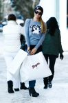 Celebrities Wonder 16364164_paris-hilton-shopping-in-aspen_4.jpg