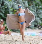 Celebrities Wonder 17576029_cara-delevingne-bikini-barbados_4.jpg
