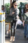 Celebrities Wonder 17877000_rosie-huntington-whiteley-Joes-Third_3.jpg