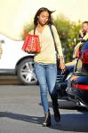 Celebrities Wonder 22052886_zoe-saldana-shopping_1.jpg