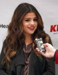 Celebrities Wonder 23086593_selena-gomez-106.1-KISS-FM-Jingle-Ball-2013_3.jpg