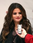 Celebrities Wonder 23136242_selena-gomez-106.1-KISS-FM-Jingle-Ball-2013_5.jpg