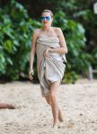 Celebrities Wonder 26531595_cara-delevingne-bikini-barbados_5.jpg