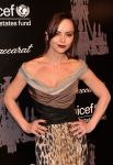 Celebrities Wonder 27415802_2013-unicef-snowflake-ball_Christina Ricci 4.jpg