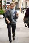 Celebrities Wonder 27801356_hilary-duff-leather-panths_3.jpg