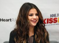 Celebrities Wonder 2893626_selena-gomez-106.1-KISS-FM-Jingle-Ball-2013_7.jpg