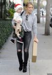 Celebrities Wonder 29295434_hilary-duff-son_2.jpg