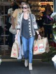Celebrities Wonder 29458896_reese-witherspoon-Shopping-at-Whole-Foods_2.jpg