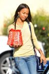 Celebrities Wonder 399926_zoe-saldana-shopping_5.jpg