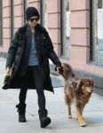Celebrities Wonder 42768533_amanda-seyfried-walking-her-dog_3.jpg