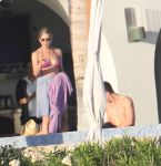Celebrities Wonder 47473781_jennifer-aniston-courteney-cox-bikini_4.jpg