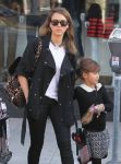 Celebrities Wonder 48479735_jessica-alba-daughter_7.jpg