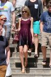 Celebrities Wonder 49090236_taylor-swift-at-Cottesloe-Beach _1.jpg