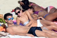 Celebrities Wonder 49198555_olivia-palermo-bikini_6.jpg