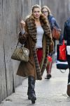 Celebrities Wonder 5072371_jessica-hart-shopping_3.jpg