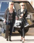 Celebrities Wonder 5463480_paris-nicky-hilton-shopping_3.jpg