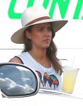 Celebrities Wonder 57608849_jessica-alba-los-cabos_5.jpg
