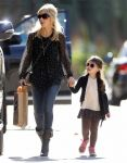 Celebrities Wonder 59213313_sarah-michelle-gellar-daughter_2.jpg