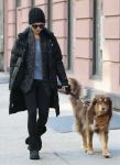 Celebrities Wonder 62354650_amanda-seyfried-walking-her-dog_1.jpg