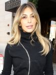 Celebrities Wonder 62412040_kim-kardashian-shopping_5.jpg