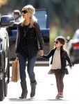 Celebrities Wonder 65544951_sarah-michelle-gellar-daughter_3.jpg